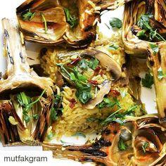 En güzel mutfak paylaşımları için kanalımıza abone olunuz. http://www.kadinika.com Rice with artichokes and mushrooms Thank you so much to  @mutfakgram for having versioning my recipe so appealing way #Repost @mutfakgram with @repostapp  İspanyol Usulü Enginar  Tarif  @dessertsabad  4 adet taze enginar 1 su bardağı yasemin pirinci 8-10 adet kültür mantarı 2-3 adet sivri biber Bir çay kaşığı köri Bir çay kaşığı zerdeçal Bir tatlı kaşığı tane karabiber kimyon karanfil ve kişniş karışımı…