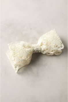 another awesome tutorial - anthropologie knockoff lace bow barrette