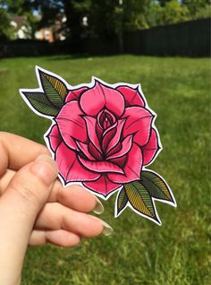 Neo Traditional Roses, Traditional Tattoo Flowers, Neo Traditional Tattoo, Traditional Tattoo Inspiration, Dessin Old School, Old School Rose, Love Rose Flower, Pink Rose Tattoos, Old School Tattoo Designs