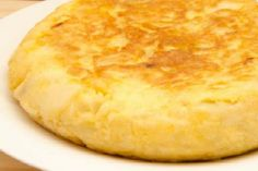 Existen algunos trucos que pueden hacer que la tortilla de patata te quede mucho más apetecible. Nos los apuntan desde el blog EL DESVÁN DE VICENSI.
