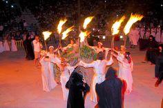 """Se cree que Litha, pronunciado Lith-ah significa """"Fuego"""" o que es la derivación de una palabra anglosajona para denominar a la luna del sexto y séptimo mes. También la luna de ju… Wiccan Magic, Concert, Traditional Witchcraft, Wiccan Symbols, Pagan, Fire, Magick, Concerts"""