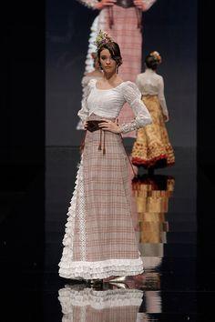 Atelier Rima Simof 2016 - Foto: Chema Soler Copper Wedding, Maria Jose, Equestrian Style, Country Girls, Fashion Show, Runway, Lady, Womens Fashion, Pretty