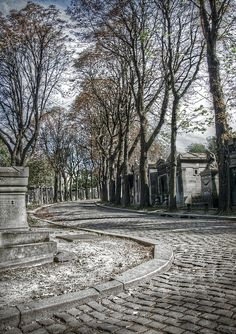 Some find Père Lachaise Cemetery one of the romantic places to visit. Cemetery Statues, Cemetery Art, Old Cemeteries, Graveyards, Paris France, Paris Destination, Pere Lachaise Cemetery, Romantic Places, Most Beautiful Cities