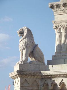 Budapest: Lion Statue