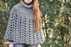 Crea un poncho trendy! Ecco le istruzioni per lavorare all'uncinetto un poncho in lana caldo e leggero.