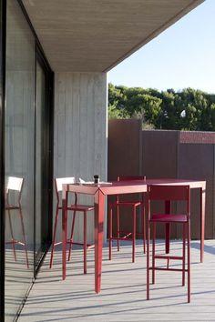 Mange debout et tabourets hegoa design luc jozancy - Chaise pour mange debout ...