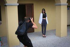 Chic femme : top noire, pantalon light, veste blanche et quelques accessoires. Style, Jacket, Accessories, Fashion Styles, Swag, Outfits