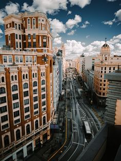 Can you guess the city?🤔 _ Hint: I visited this city this year. Ronaldo Real Madrid, Great Places, Places To See, Beautiful Places, Simply Beautiful, Amazing Places, The Simple Life, Barcelona, Foto Madrid