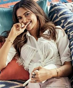 Deepika Padukone is one of the beautiful, talented, most popular and attractive actresses in Bollywood. Bollywood Memes, Bollywood Actors, Bollywood Celebrities, Bollywood Fashion, Bollywood Style, Indian Bollywood, Indian Film Actress, Beautiful Indian Actress, Beautiful Actresses