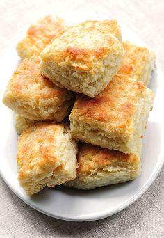 Fluffy Buttermilk Biscuits Recipe shewearsmanyhats.com #biscuits #buttermilk