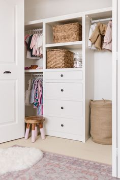 These kid's closet organization ideas are designed to keep little one's clothes, accessories and toys in their places while growing with them, and we're giving you free plans to build this to fit almost any closet using a Kreg Jig Pocket Hole System. Dresser In Closet, Built In Dresser, Closet Drawers, Boys Closet, Master Closet, Closet Bedroom, Kids Bedroom, Closet Organizer With Drawers, Closet Organization