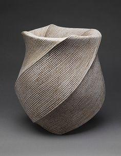 """Sakiyama Takayuki: """"Listening to Waves"""" vase"""