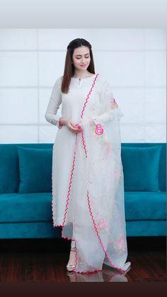 Beautiful designer suit for Eid Pakistani Fashion Party Wear, Indian Fashion Dresses, Dress Indian Style, Indian Designer Outfits, Abaya Style, Indian Outfits, Stylish Dresses For Girls, Stylish Dress Designs, Simple Dresses
