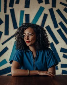 The Life and Work of Zadie Smith Black Blogs, Zadie Smith, Black Authors, Working People, Photoshoot Inspiration, Black People, Black Is Beautiful, Portrait Photography, Black Women
