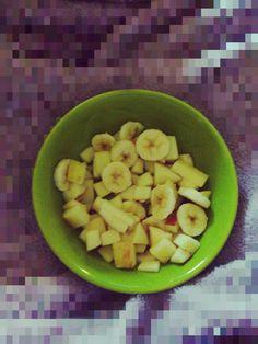 1 banana (de sua preferência) picada  1 maçã (de sua preferência) picada
