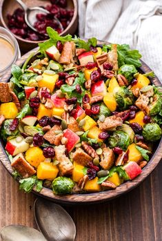 You Have Meals Poisoning More Normally Than You're Thinking That Fall Roasted Vegetable Panzanella Salad Is The Perfect Flavorful, Hearty, Fall Salad Or Colorful Side Dish For Your Thanksgiving Table # Healthy Salad Recipes, Vegetarian Recipes, Cooking Recipes, Panzanella Salad Recipe, Tomato Salad, Thanksgiving Recipes, Thanksgiving Table, Veggie Side Dishes, Roasted Vegetables