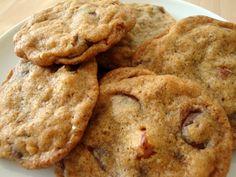 Store sprøde cookies med hasselnødder og chokolade. Det var lige hvad jeg havde lyst til, og de herramte i den grad plet. Cookies er næsten altid nemme at bage, og denne her opskrift indeholdte ti…