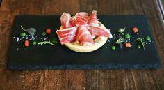 Tartelletta di pasta frolla salata con burrata , fichi al cognac e Pata negra Juan Pedro Domecq 48 mesi
