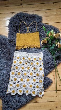 Crochet two piece // Daisy Sunrise floral mix match set // Festival Outfit // Boho Beach dress Crochet Toddler Dress, Crochet Beach Dress, Crochet Summer Dresses, Crochet Summer Tops, Crochet Clothes, Crochet Outfits, Crochet Skirts, Boho Crochet, Crochet Daisy