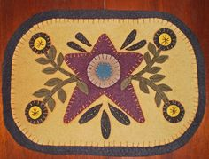 Templates for Free Primitive Penny Rugs Penny Rug Patterns, Wool Applique Patterns, Quilt Patterns, Art Patterns, Felt Embroidery, Felt Applique, Wool Quilts, Wool Art, Penny Rugs