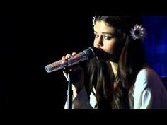 "Selena Gomez sings ""Naturally"" LIVE Acoustic Version @ Best Buy Theater NYC 2013 - YouTube"
