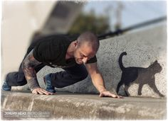Urban Movement Parkour (www.urban-movement.org) Check out his photography! Repinned by Iris at www.sitesbyiris.com Parkour Workout, Parkour Moves, Anatomy Reference, Pose Reference, Fine Art Photography, Street Photography, Dynamic Poses, Street Workout, Longboarding