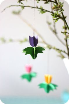 DIY room decorations - fresh spring decorations made of paper decorate rooms . - DIY room decor – Fresh spring paper decorations decorate room diy paper tulips This image has get - Flower Crafts, Diy Flowers, Spring Flowers, Paper Flowers, Paper Peonies, Hanging Flowers, Easter Crafts, Diy And Crafts, Crafts For Kids