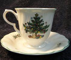 NIKKO JAPAN HAPPY HOLIDAYS Christmas Footed Tea Cup & Saucer Set  #NikkoJapan