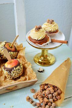 Ich habe mich heute in meiner Küche gefühlt, wie auf dem Weihnachtsmarkt …. Bratapfel-Cupcakes mit Spekulatius-Topping und gebrannten Haselnüssen, Schokoladen-Liebes-Äpfel, zimtige Trinkschok…