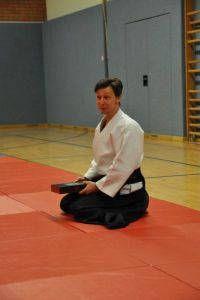 Aikidotraining in Linz (Österreich): Frank Koren nach der Geschenkübergabe