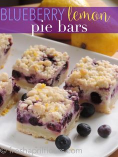 Lemon Pie Bars Blueberry Lemon Pie Bars: creamy and sweet pie bursting with blueberries and citrusy lemon on top of shortbread crust. In portable bar form!Blueberry Lemon Pie Bars: creamy and sweet pie bursting with blueberries and citrusy lemon on top of Lemon Pie Bars, Lemon Blueberry Bars, Blueberry Desserts, Köstliche Desserts, Lemon Desserts, Delicious Desserts, Dessert Recipes, Yummy Food, Bar Recipes