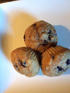 Des muffins au bleuets pour diabétiques Breakfast Muffins, Bread, Food, Diabetic Recipes, November, Brot, Essen, Baking, Meals