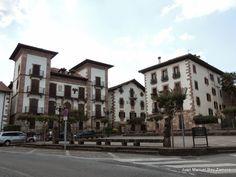 Uno de los pueblos que merece la pena una parada y una visita... Irurita, valle de Baztán #Navarra (Foto JM Rey) --> http://www.turismo.navarra.es/esp/organice-viaje/recurso/Patrimonio/3066/Valle-de-Baztan.htm