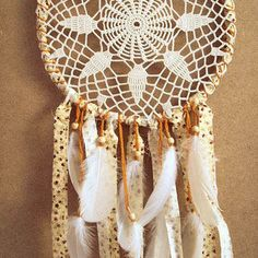 crochet dreamcatcher pattern - with pineapple pattern! Thread Crochet, Crochet Doilies, Crochet Stitches, Knit Crochet, Crochet Dreamcatcher Pattern, Crochet Projects, Craft Projects, Dream Catcher Art, Tinkerbell