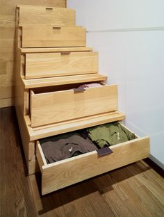 Ideas for a tiny home - drawers in a staircase