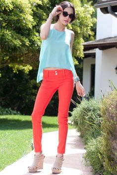 I love colored jeans! Find out how to wear colored jeans on http://cutenquirky.blogspot.com