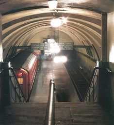 """the only station on the """"clockwork orange"""" to be closed during the refurbishment. Image from """"Glasgow Subway Album"""" by a George Watson. Gorbals Glasgow, Glasgow Subway, Underground Tube, Disused Stations, Glasgow City, 2nd City, Glasgow Scotland, Australia Living, Best Cities"""