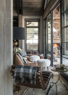You can find this modern chalet design in the USA. The chalet is located near the ski resort. So, there's a sauna, heated pool, and outdoor terrace. Chalet Design, Chalet Style, Ski Chalet, Chalet Chic, Living Spaces, Living Room, Cabin Interiors, Architecture Interiors, Modern Rustic