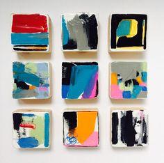 Deze Set van 9 moderne Scandinavische moderne geschilderde muur houten kubus sculpturen zijn een perfecte kunst-instructie voor uw huis, kantoor, kantoren, commerciële lobby, hotel, ziekenhuis of een openbare ruimte. Elk stuk hout is gezaagd en hand geschuurd. Vervolgens passen we de acrylverf met de hand. Elk schilderij vervolgens wordt afgesloten met een toplaag voor het behoud van de kleur en het hout. Uiteindelijk is het beeld van de muur schilderen kleurrijke, moderne, levendige…