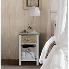 Cassettiera con cassetti in legno chiaro shabby e cestini in vimini foderati, disponibili nelle tonalità bianco e beige. I mobili della linea REBECCA COUNTRY sono perfetti per la cucina o il bagno.  #shabby #chic #furniture #home #house #design #interior #interiors #restyling #style #makeover #vintage #retro #white #wood #beige #grey #tutorial #idea #ideas #diy #black #friday #blackfriday #cyber #monday #cybermonday #sale #sales #sconti #mobili #arredamento #mobiletto #mobiletti #living…