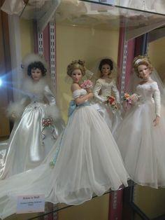 Puppenmuseum in St Wolfgang Austria  Vier Jahreszeiten Girls Dresses, Flower Girl Dresses, Wedding Dresses, Fashion, Four Seasons, Dresses Of Girls, Bride Dresses, Moda, Bridal Gowns