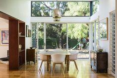 St Clair Residence by JPE Design Studio. #InteriorDesign #Decor #MidCentury #Lighting #AustralianDesign. For more inspiring images, click here: www.delightfull.eu