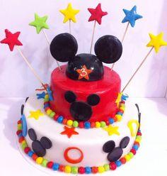 Artcake de Mickey Mouse para disfrutar de un cumpleaños mágico! Envíanos tus diseños. - #Artcake #PasteleríaArtesanal #Repostería #Tortas #Ponques #SoSweet #Bogotá www.SoSweet.com.co