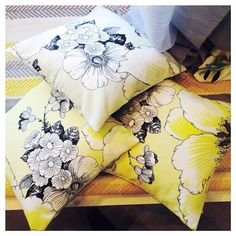 Vallian Outletista löytyy paljon uuttaa keväistä sisustukseen! ☀️// Amanda cushions design Tanja Orsjoki in Vallila Outlet / Veera #vallilainterior #vallila #sisustus #interiordesign #helsinki #finland #finnishdesign #cushion #pillow #flower #pattern #interior #yellow #color
