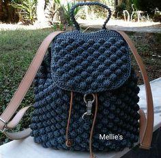 Crochet backpack pattern inspiration / crochet bag from t-shir yarn Cute Crochet, Crochet Yarn, Crochet Stitches, Crochet Backpack Pattern, Bag Pattern Free, Crochet Handbags, Crochet Purses, Stitch Backpack, Crochet Bag Tutorials