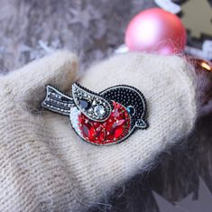 Автоматический альтернативный текст отсутствует. Women's Brooches, Brooches Handmade, Patches Diy, Diy Jewelry, Handmade Jewelry, Crystal Embroidery, Sequin Patch, Beaded Brooch, Creative Gifts