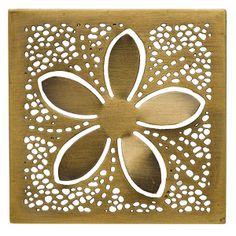 In Brass Blossom umrandet eine Lichtkonstellation eine einfache Blüte.