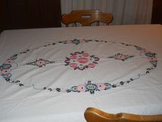 """Vintage Hand Embroidered Bedspread Coverlet 79""""x89"""" Would Make Great Tablecloth"""
