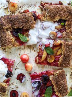Stone Fruit Tart with Cinnamon Sugar Crust - Vanilla Stone Fruit Tart Summer Desserts, Fun Desserts, Summer Recipes, Afternoon Tea Cakes, Tart Filling, Ginger Peach, Sweet Pie, Stone Fruit, Fruit Tart