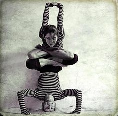 Variante de Shirshasana e Yogamudra